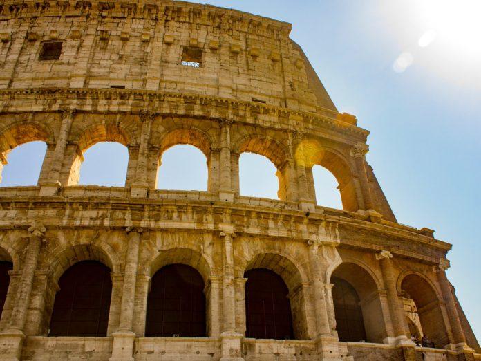 Coliseo de Roma / Foto: Craig Zdanowicz (unsplash)