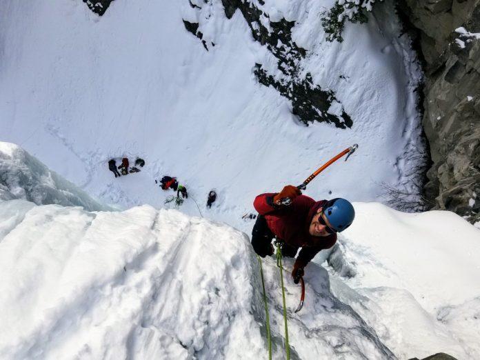 Escalada en hielo / Foto: Jon Hieb (unsplash)