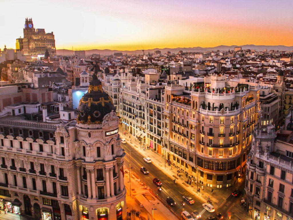 Calle Gran Vía, Madrid, España / Foto: Florian Wehde (unsplash)