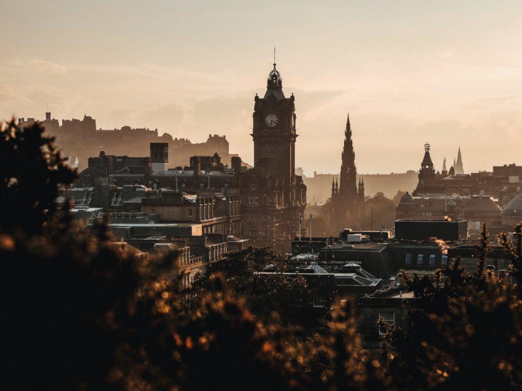 Calton Hill, Edimburgo, Escocia / Foto: Adam Wilson (unsplash)