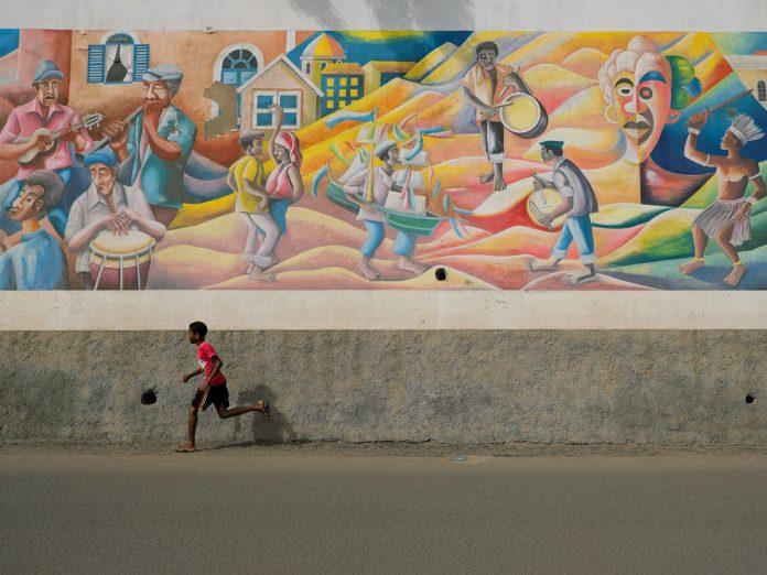 Mural de celebración de la cultura de Cabo Verde / Foto: Alex Paganelli (unsplash)