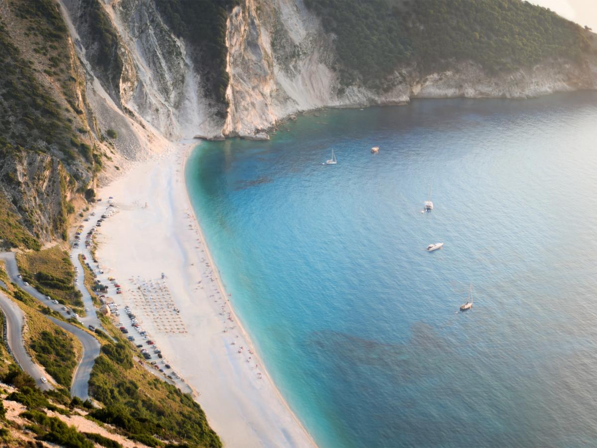 Myrtos Beach, Kefalonia, Grecia / Foto: George Prentzas (unsplash)