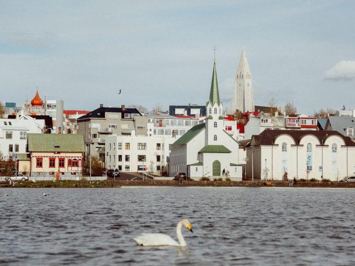 Reykjavík, Islandia / Foto: Evelyn Paris (unsplash)