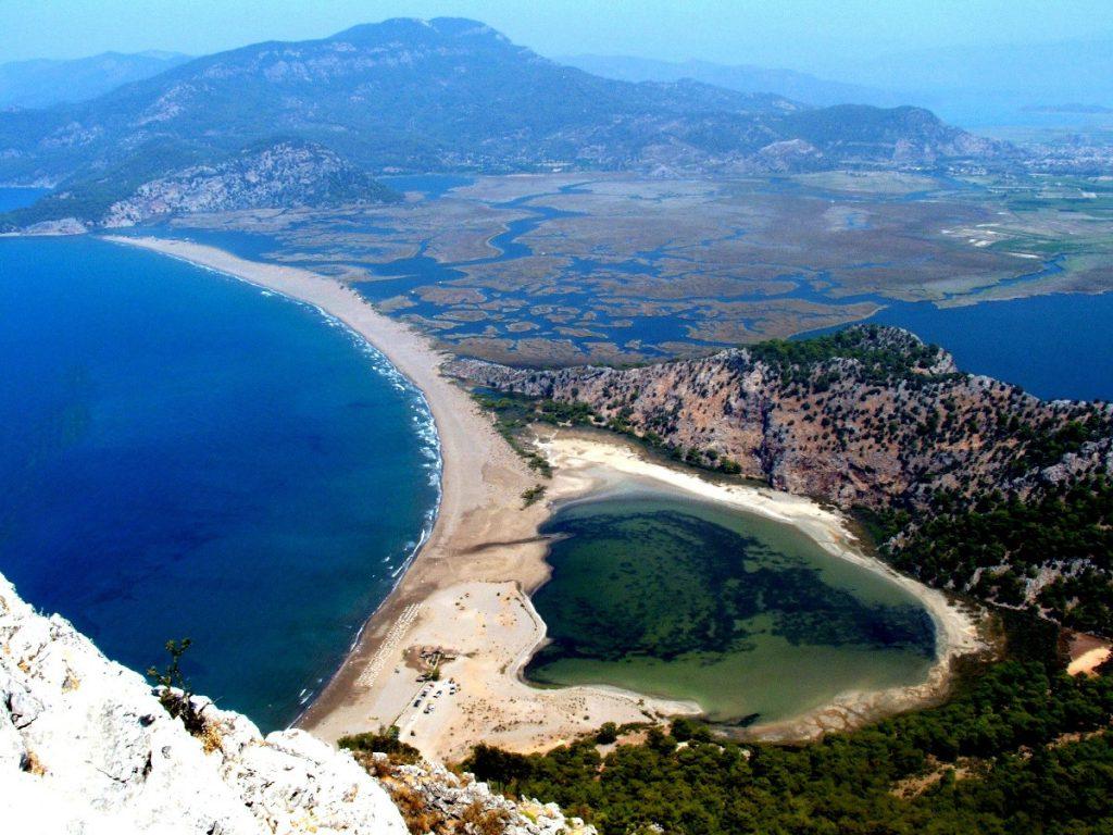 Playa de Iztuzu en Dalyan, Turquía / Foto: Dilek Durgun (unsplash)