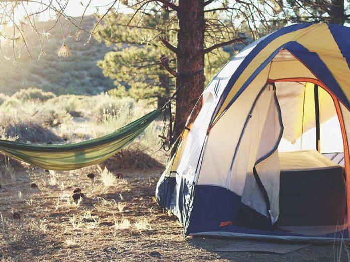 Artículos de camping / Foto: Laura Pluth (unsplash)