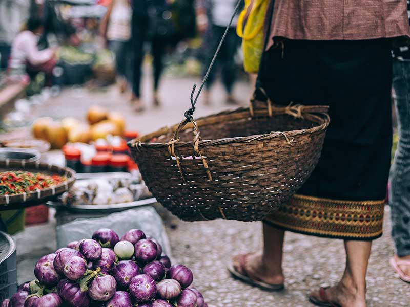 Mercado en Laos / Foto: Peter Hershey (unsplash)