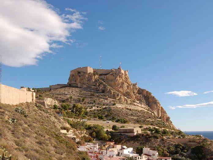 Castillo de Santa Bárbara, Alicante / Foto: Michael Kranewitter [CC-BY-SA-3.0] Wikimedia Commons