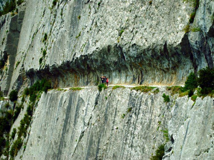 Chemin de la Mature / Foto: William M. Connolley [CC BY-SA 3.0] (Wikimedia Commons)
