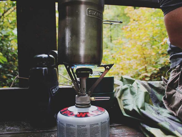 Cocinar al aire libre / Foto: Brandi Redd (unsplash)
