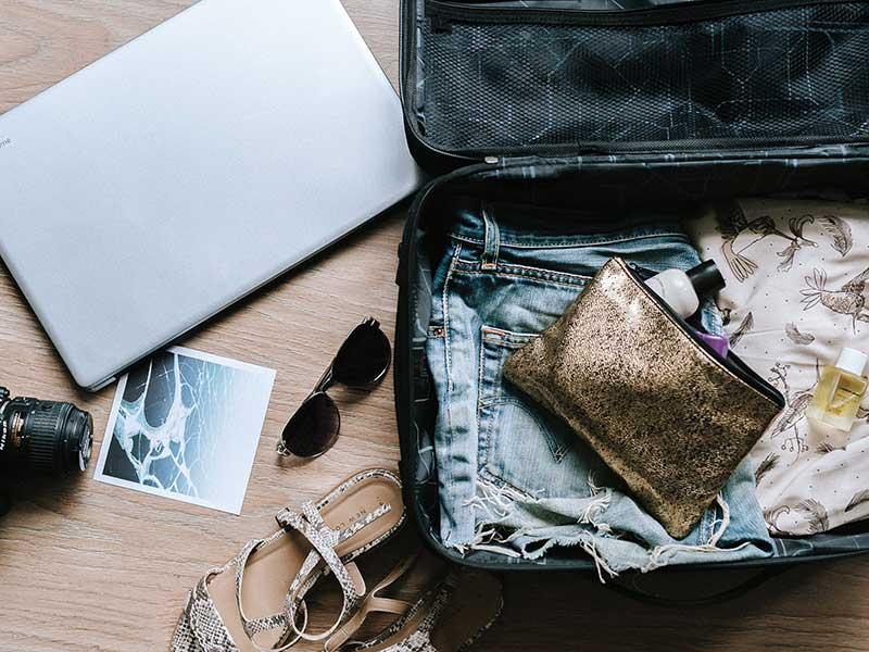 Organizadores de maletas / Foto: Anete Lusina (unsplash)