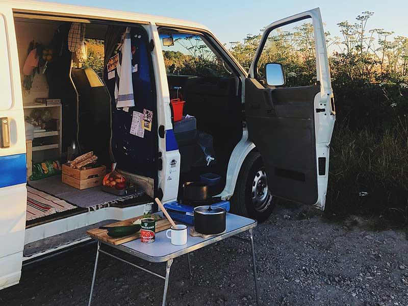 Camperizar una furgoneta / Foto: Johannes Hofmann (unsplash)