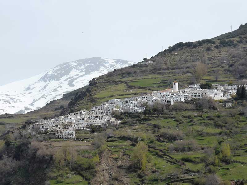 Dorf Capileira, Alpujarra/ Foto: Rosa Maria Rinkl [CC-BY-SA-4.0](Wikimedia Commons)