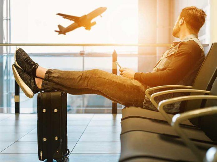 Mejores accesorios para vuelos / Foto: Jeshoots Com (unsplash)