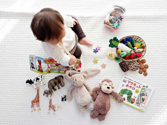 Mejores regalos de viaje para niños / Foto: Li Tzuni (unsplash)