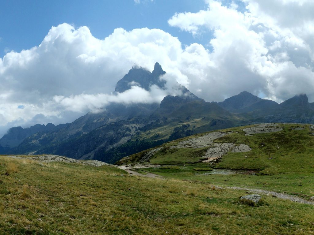 Pico d'Ossau, Pirineos, Francia / Foto: Cecile Musy (unsplash)