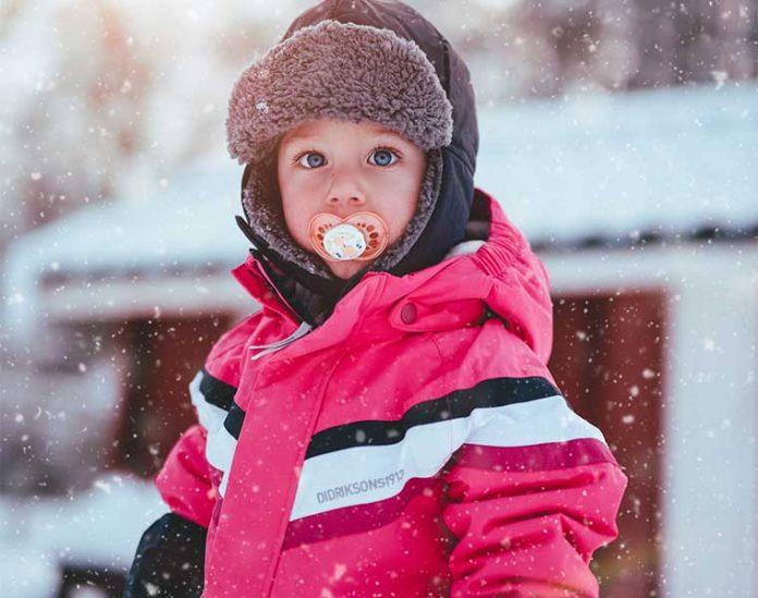Esquiar con niños en el Pirineos Aragones / Foto: Janko Ferlic (unsplash)