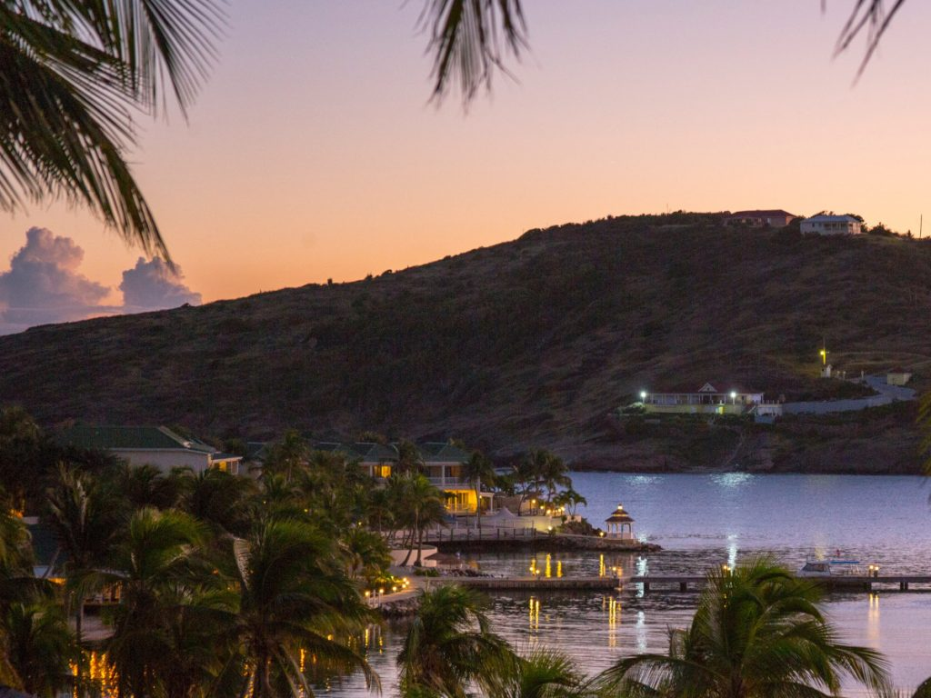 Mamora Bay, Antigua y Barbuda / Foto: Mark Jordan (unsplash)