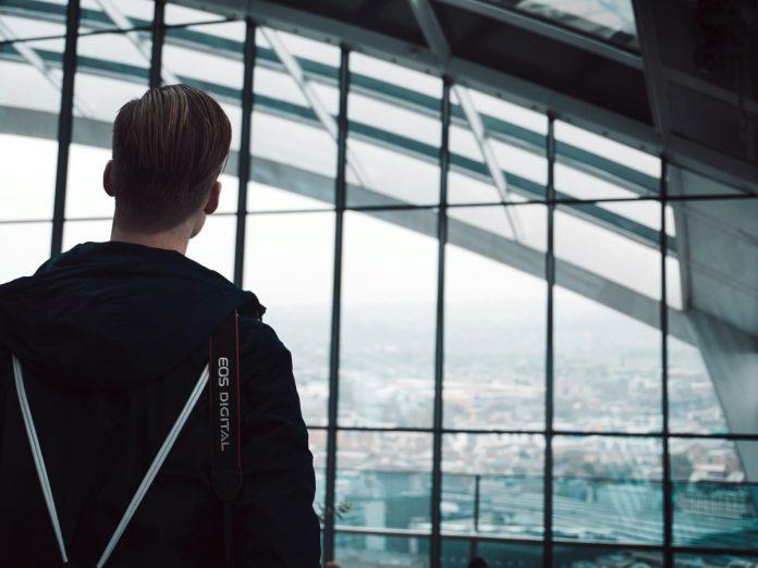 Salas de aeropuerto / Foto: Tom Fischer (unsplash)