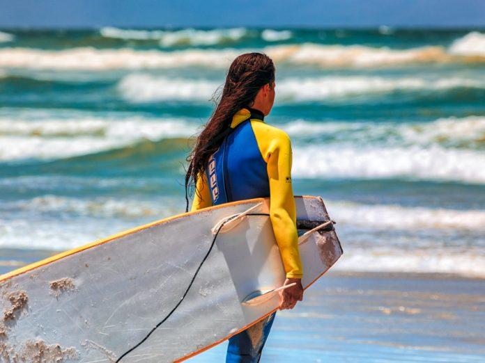 Surf en el Algarve / Foto: Grant Durr (unsplash)