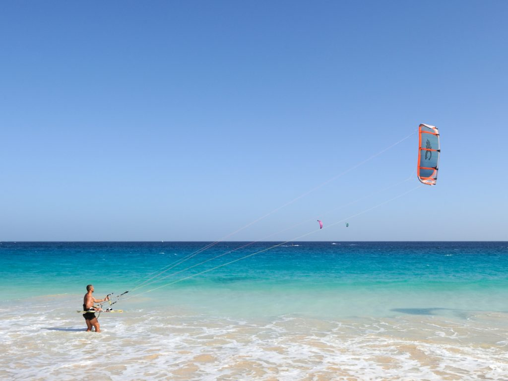 Kitesurfing en Cabo Verde / Foto: Cayambe (CC-BY-SA-3.0) Wikimedia-Commons