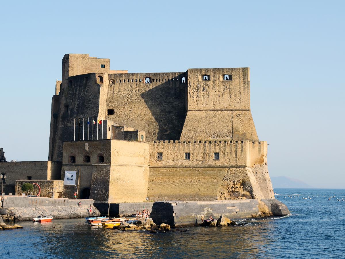 Castel dell'Ovo en Napoles / Foto: Livioandronico2013 [CC-BY-SA-4.0] Wikimedia Commons)
