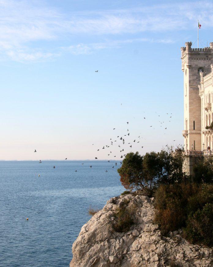 Castillo de Miramare, Trieste / Foto: Tommaso Urli (unsplash)