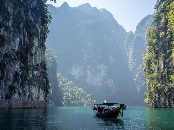 Khao Sok National Park, Khlong Sok, Tailandia / Foto: Robin Noguier (unsplash)