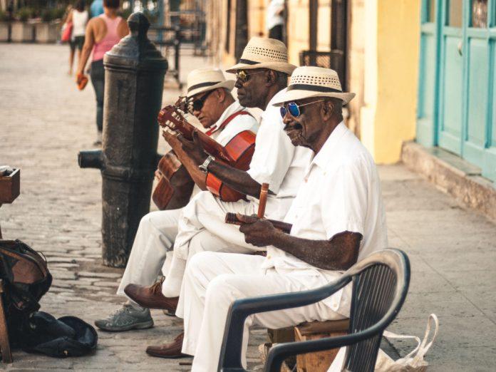 Músicos en Cuba / Foto: Ban Yido (unsplash)